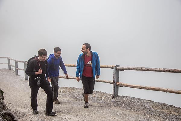 Llegando, con toda la niebla encima